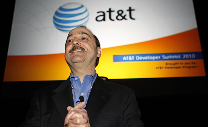 Ralph de le Vega, CEO and President of AT&T's Mobility and Consumer Markets