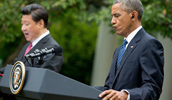 Chinese President Xi Jinping, left, accompanied by President Barack Obama, right, speaks at a news conference