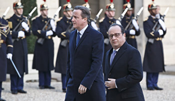 Britain's Prime Minister David Cameron, left, and France's President Francois Hollande arrive at the Elysee Palace in Paris