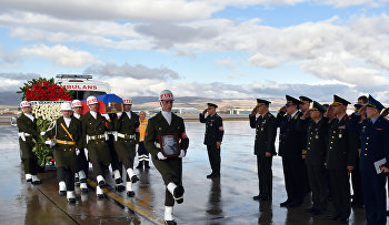Turkish and Russian military officers salute as a Turkish honour guard carry the coffin of Russian pilot Lt. Col. Oleg Peshkov into a Russian Air Force transport plane at Esenboga Airport in Ankara, Turkey