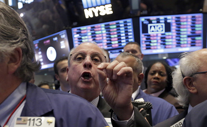 Floor Governor Nicholas Brigandi, center, works on the floor of the New York Stock Exchange