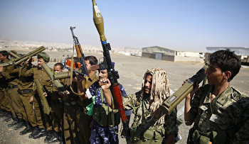 Shiite fighters, known as Houthis, hold their weapons during a tribal gathering showing support for the Houthi movement in Sanaa, Yemen