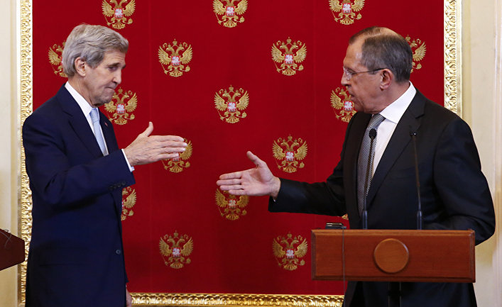 US Secretary of State, John Kerry, left, and Russia's Foreign Minister, Sergey Lavrov, shake hands after their joint press conference at the Kremlin, Tuesday, Dec. 15, 2015 in Moscow