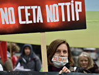 Protestors demonstrate against the free trade agreements TTIP (Transatlantic Trade and Investment Partnership) and CETA (Comprehensive Economic and Trade Agreement) during an EU summit in Brussels, Belgium on Thursday, Oct. 15, 2015.